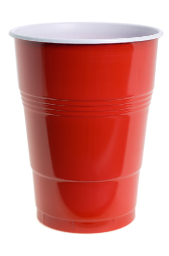 Disposable Cup「Red plastic cup on white background」:スマホ壁紙(13)