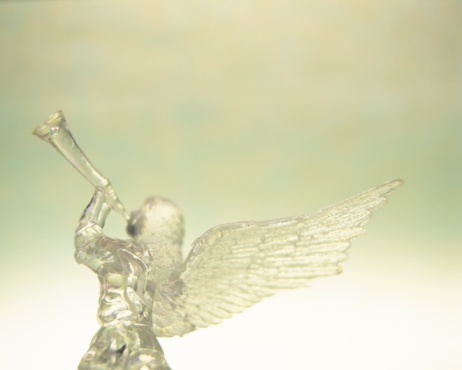小さな像「Glass angel playing trumpet, rear view」:スマホ壁紙(7)