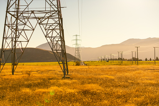 Cable「Electricity pylons in the countryside, South Island, New Zealand」:スマホ壁紙(16)