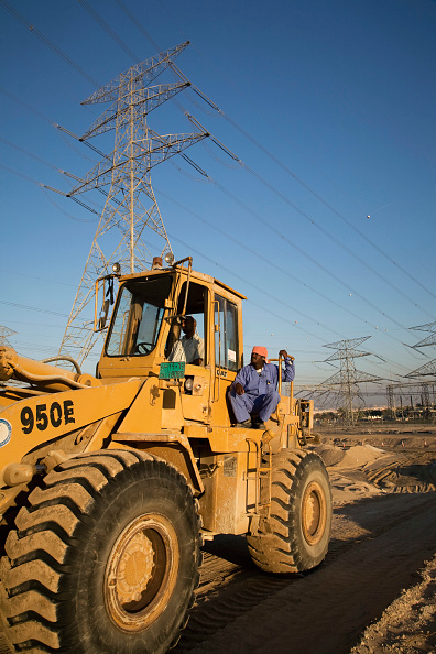 Middle East「Electricity pylons, Dubai, UAE」:写真・画像(0)[壁紙.com]