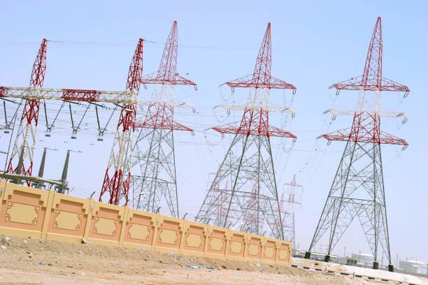 Electricity pylons, Abu Dhabi power station:ニュース(壁紙.com)
