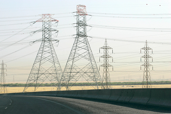 Dividing Line - Road Marking「Electricity pylons, motorway, Jordan」:写真・画像(18)[壁紙.com]