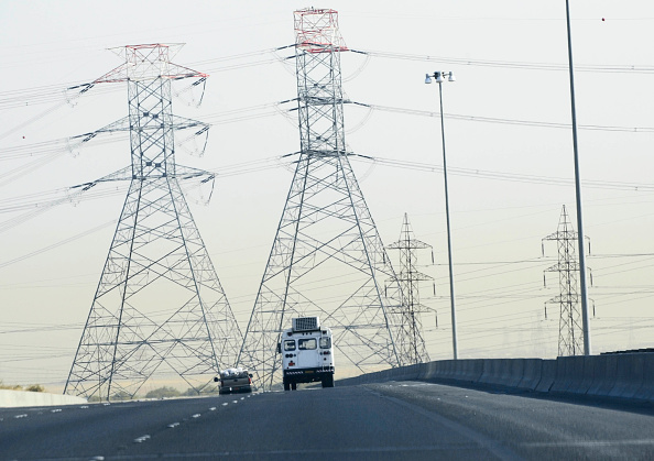 Dividing Line - Road Marking「Electricity Pylons, motorway, Jordan」:写真・画像(17)[壁紙.com]