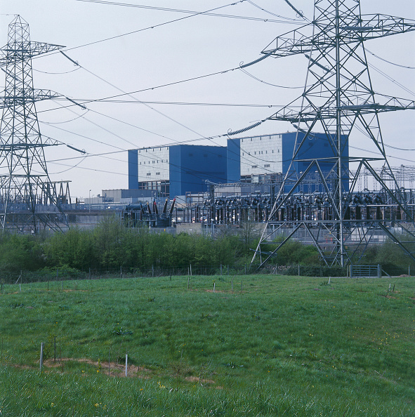 2002「Electricity pylons beside an electrical power station.」:写真・画像(14)[壁紙.com]