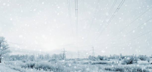 Electricity Pylons in the Winter Storm with a Blizzard:スマホ壁紙(壁紙.com)