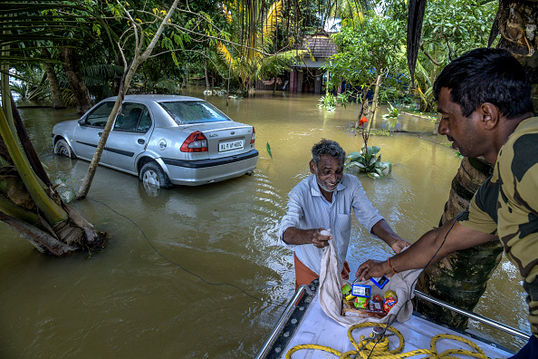 飲食「Floods Hit Southern Indian State of Kerala」:写真・画像(16)[壁紙.com]