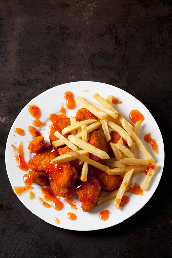 Chili Sauce「Plate of Chicken Nuggets with sweet chili sauce and French Fries on dark metal」:スマホ壁紙(15)