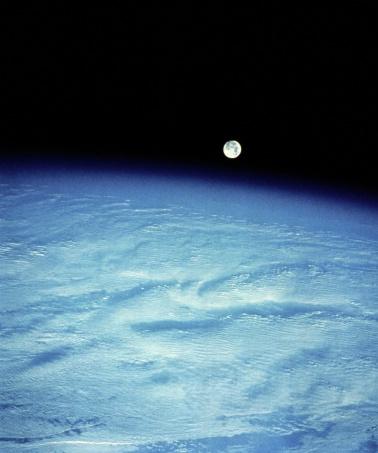 月「Moon Rise over the Pacific」:スマホ壁紙(3)