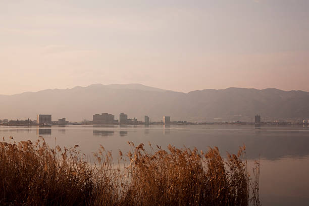 Lake Suwa at dawn, Nagano Prefecture, Honshu, Japan:スマホ壁紙(壁紙.com)