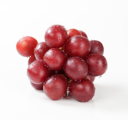 Bunch「Cluster of red grapes on a white background」:スマホ壁紙(12)