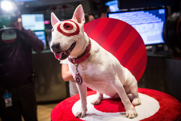 Sports Target「Target CEO Brian Cornell Rings NYSE Opening Bell On Black Friday」:写真・画像(7)[壁紙.com]