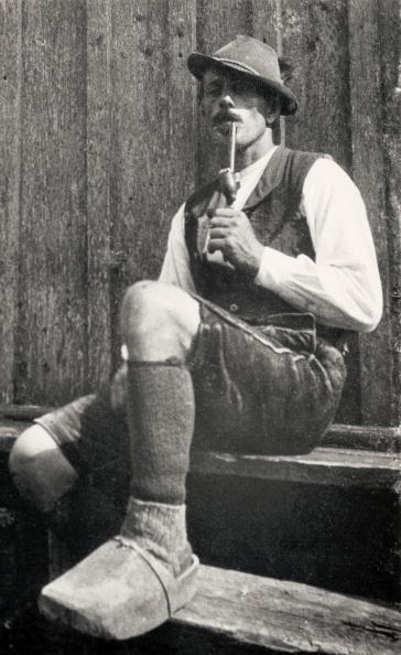 Traditional Clothing「Peasant from Grundlsee (Styria) with wooden slippers, Photograph, Austria, Around 1905」:写真・画像(16)[壁紙.com]