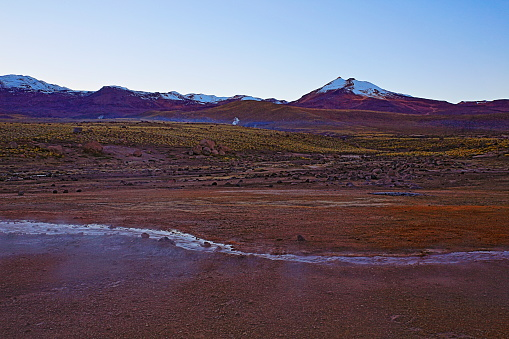 Bolivian Andes「Dramatic Landscape: Tatio Geysers river stream at sunrise and Idyllic Atacama Desert steppe, snowcapped Volcanic landscape panorama – San Pedro de Atacama, Chile, Bolívia and Argentina border」:スマホ壁紙(9)