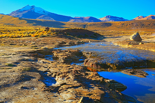 Bolivian Andes「Dramatic Landscape: Tatio Geysers river stream at sunrise and Idyllic Atacama Desert steppe, snowcapped Volcanic landscape panorama – San Pedro de Atacama, Chile, Bolívia and Argentina border」:スマホ壁紙(3)