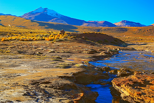 Bolivian Andes「Dramatic Landscape: Tatio Geysers river stream at sunrise and Idyllic Atacama Desert steppe, snowcapped Volcanic landscape panorama – San Pedro de Atacama, Chile, Bolívia and Argentina border」:スマホ壁紙(6)