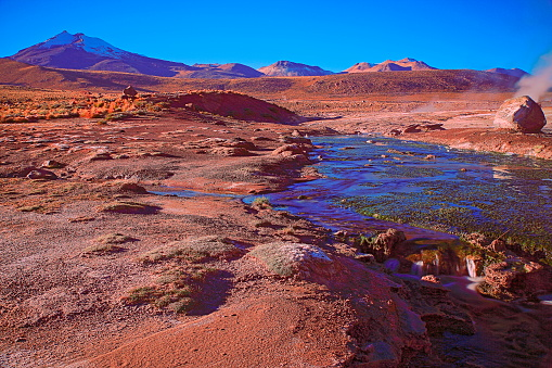 Bolivian Andes「Dramatic Landscape: Tatio Geysers river stream at sunrise and Idyllic Atacama Desert steppe, snowcapped Volcanic landscape panorama – San Pedro de Atacama, Chile, Bolívia and Argentina border」:スマホ壁紙(5)
