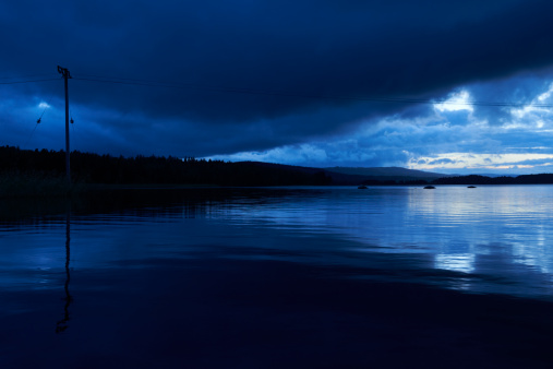 Dalarna「Dramatic Lake at Dusk - Telephone line in Water 3」:スマホ壁紙(11)