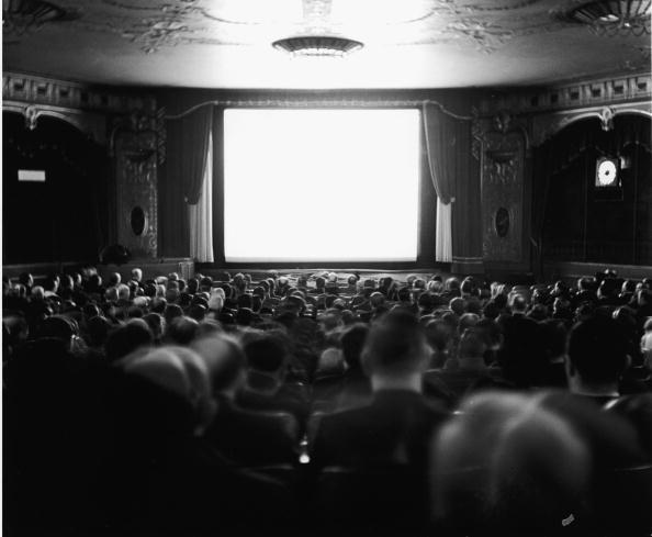 映画界「Audience In The Newsreel Theatre」:写真・画像(12)[壁紙.com]
