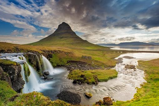 Waterfall「Mount Kirkjufell and Kirkjufellfoss」:スマホ壁紙(4)