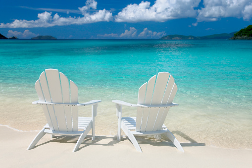 Two Objects「white chairs on the Caribbean beach」:スマホ壁紙(15)