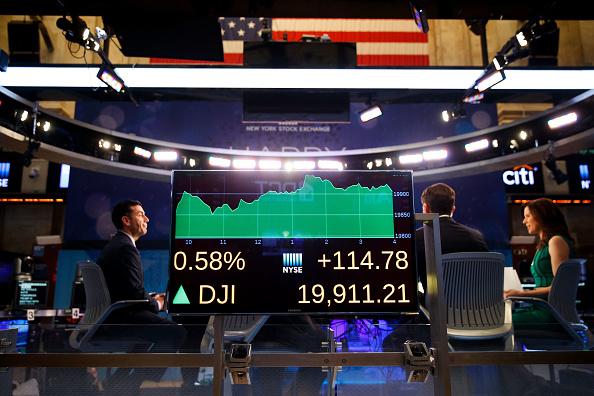 Dow Jones Industrial Average「Dow Jones Industrial Averages Continues To Approach 20,000 Mark」:写真・画像(6)[壁紙.com]