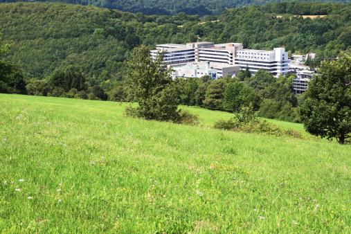 Rolling Landscape「Public hospital building in forest valley」:スマホ壁紙(3)