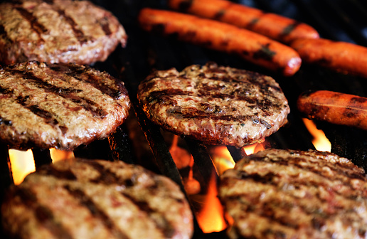 Hot Dog「Hamburgers and hot dogs on barbeque grill」:スマホ壁紙(3)
