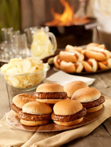 Picnic Table「BBQ Hamburgers and Hot dogs」:スマホ壁紙(2)