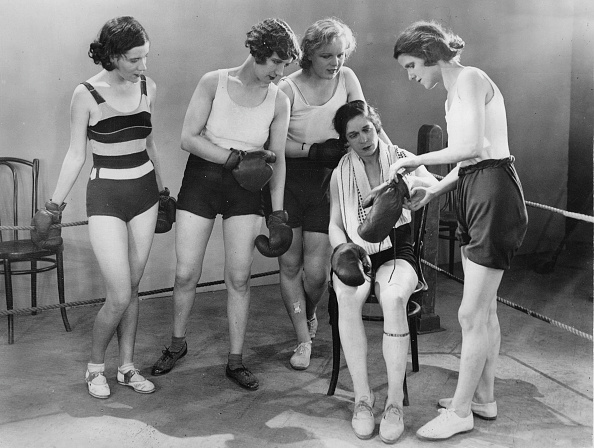 Athleticism「The Boxer Annie Newton With Other Female Boxers. London. 21Th November 1931. Photograph.」:写真・画像(0)[壁紙.com]