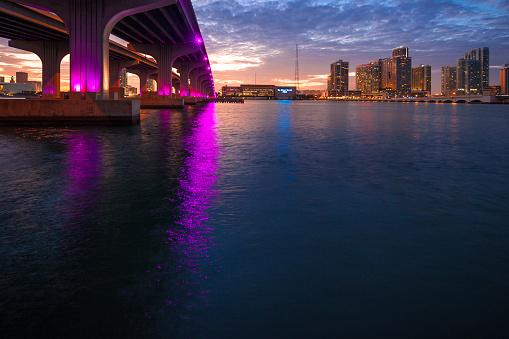 Miami Beach「マイアミのマッカーサー ・ コーズウェイ ブリッジ」:スマホ壁紙(3)