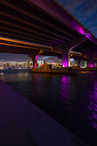 Miami Beach「マイアミのマッカーサー ・ コーズウェイ ブリッジ」:スマホ壁紙(2)