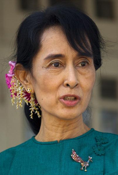 Paula Bronstein「U.S. Secretary of State Clinton Makes Historic Trip To Myanmar」:写真・画像(18)[壁紙.com]