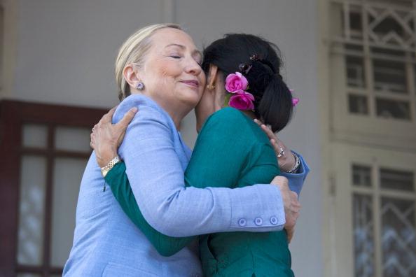 Paula Bronstein「U.S. Secretary of State Clinton Makes Historic Trip To Myanmar」:写真・画像(17)[壁紙.com]