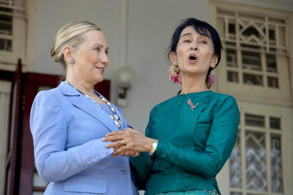 Paula Bronstein「U.S. Secretary of State Clinton Makes Historic Trip To Myanmar」:写真・画像(16)[壁紙.com]