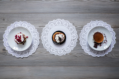 Doily「Plates of dessert on lace doilies」:スマホ壁紙(1)