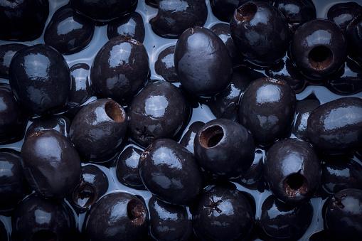 Gray Background「Black olives in liquid」:スマホ壁紙(3)