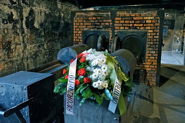 Bouquet「Crematorium At Auschwitz I」:写真・画像(1)[壁紙.com]