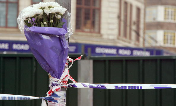 Focus On Foreground「Londoners Come To Terms With The Aftermath Of Bomb Attacks」:写真・画像(4)[壁紙.com]
