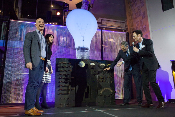 Light Bulb「Jeff Bezos Launches Bezos Center For Innovation In Seattle」:写真・画像(1)[壁紙.com]