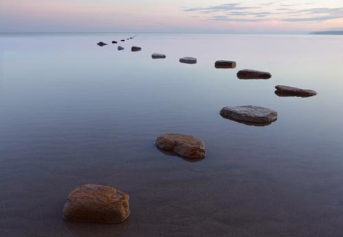 楽園「Stepping stones in water」:スマホ壁紙(16)