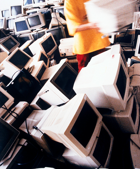 Environmental Conservation「Old computer monitors in store before being recycled.」:写真・画像(4)[壁紙.com]