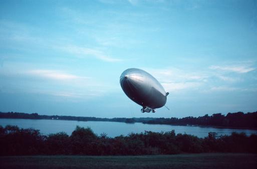 Airship「New blimp (dirigible)」:スマホ壁紙(14)