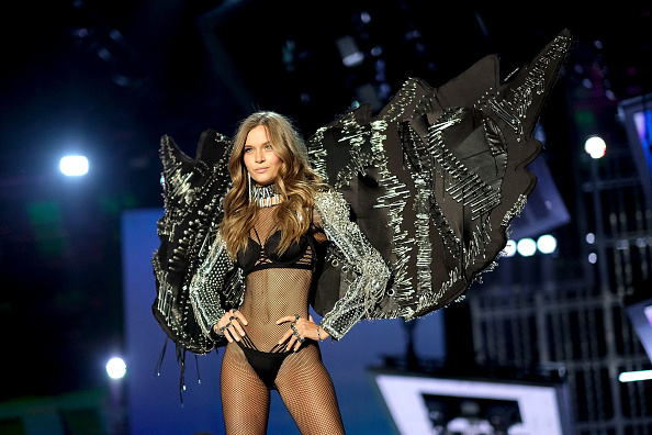 Studded「2017 Victoria's Secret Fashion Show In Shanghai - Show」:写真・画像(11)[壁紙.com]