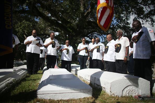 Grove「Florida Community Commemorates Veterans Day」:写真・画像(12)[壁紙.com]