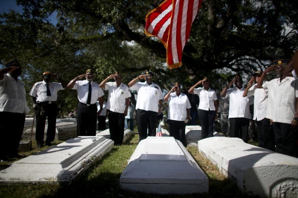 Grove「Florida Community Commemorates Veterans Day」:写真・画像(5)[壁紙.com]