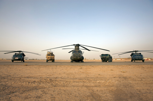 Helicopter「U.S. military vehicles and aircraft lined up on the taxiway at Camp  Speicher, Iraq.」:スマホ壁紙(16)