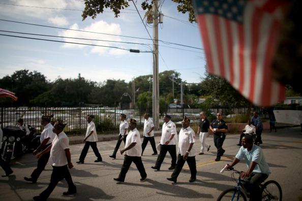 Grove「Florida Community Commemorates Veterans Day」:写真・画像(4)[壁紙.com]