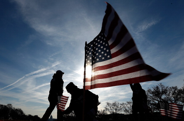 Veteran「American Flags Planted On National Mall To Honor Service Members Who Committed Suicide」:写真・画像(0)[壁紙.com]