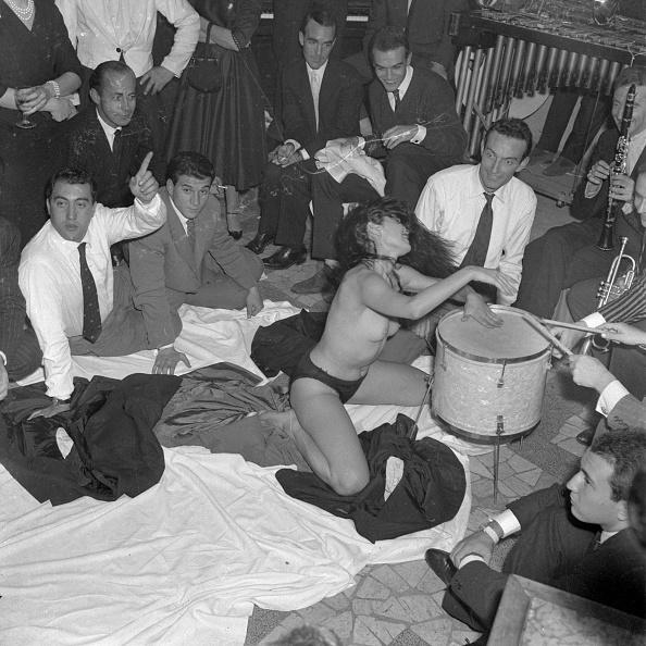 Enjoyment「Aiché Nana striptease in 1958」:写真・画像(18)[壁紙.com]
