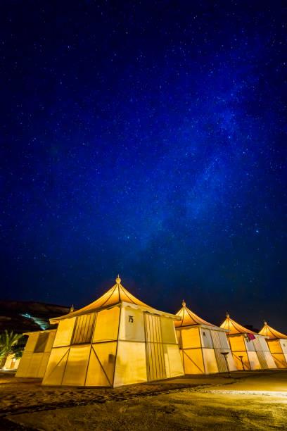 Bedouin tents at night, Bait Ali Camp, Wadi Rum, Aqaba, Jordan:スマホ壁紙(壁紙.com)